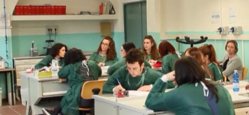 Lucca: scadono le iscrizioni al corso di formazione per assistente dentista