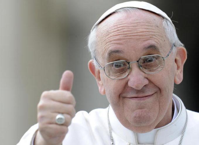 Papa Francesco ritrova un amico tra la folla: la reazione è bellissima