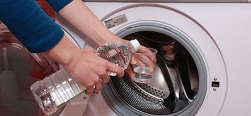 Come rimuovere dalla lavatrice muffe e funghi pericolosi per la nostra salute