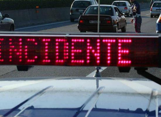 TIR carico di VERDURE si ribalta sull'A11, IERI SERA NEI PRESSI DEL CASELLO DI SAN DONATO, lucca ovest