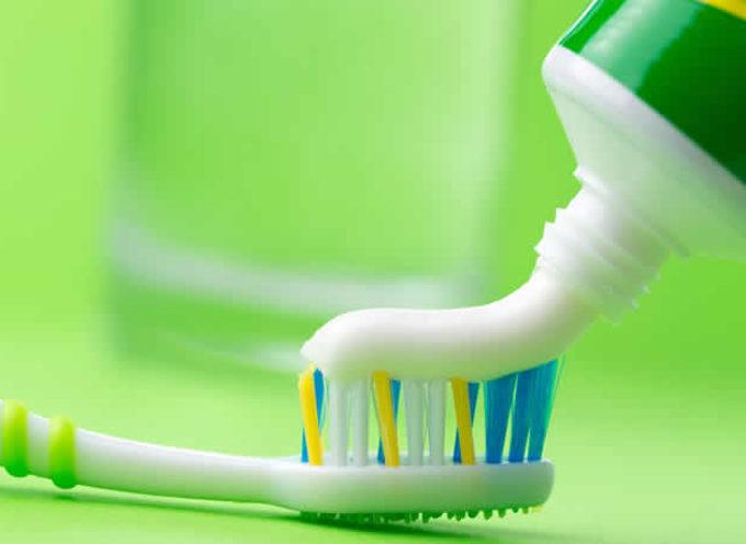 Ecco 10 motivi per cui non dovresti più utilizzare il Dentifricio tradizionale