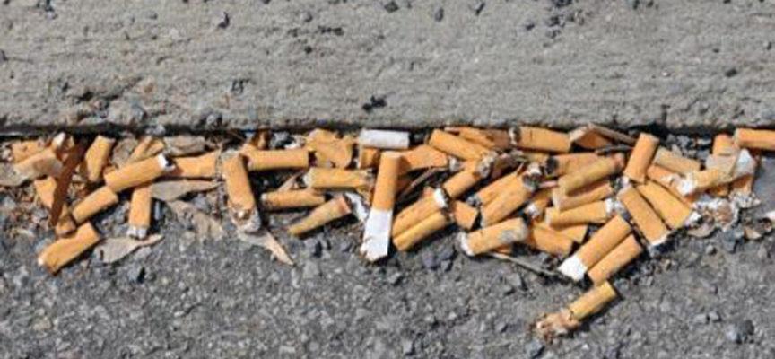 Dal 2 febbraio, multa a chi getta mozziconi di sigaretta per terra