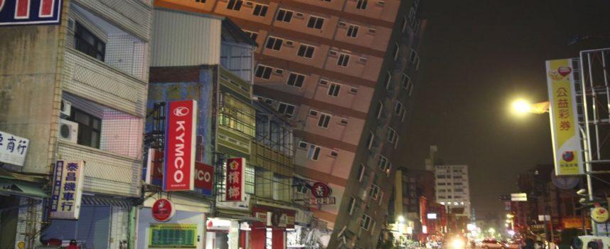Terromoto di Taiwan: si scava tra le maceria di Tainan, oltre 100 dispersi