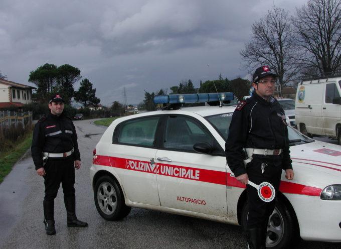 la polizia municipale di Altopascio  insegue e cattura un cinese privo di documenti
