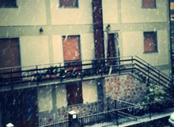 Castelnuovo si sveglia sotto una leggera coltre di neve