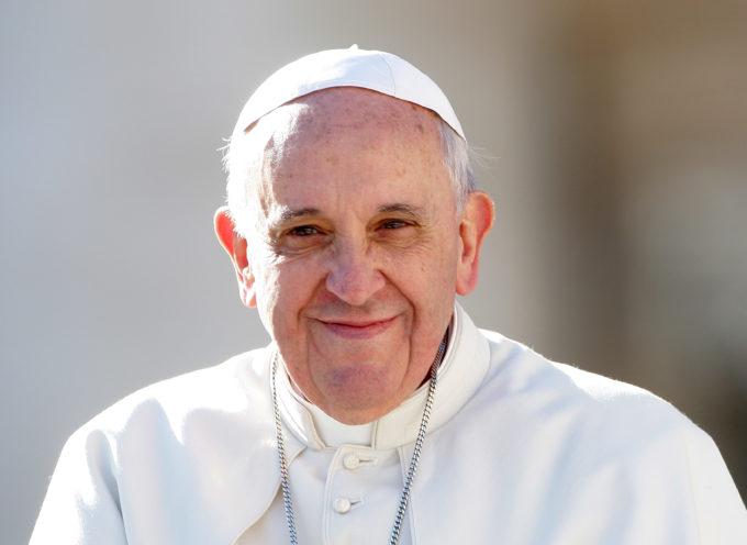 """LuccaLibri Il Caffe' Letterario, il volume di Papa Francesco """"Il nome di Dio e' misericordia"""""""