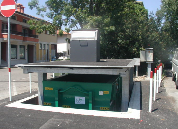 a Lucca, Rifiuti: iniziata la fase sperimentale per l'apertura automatica delle isole a scomparsa
