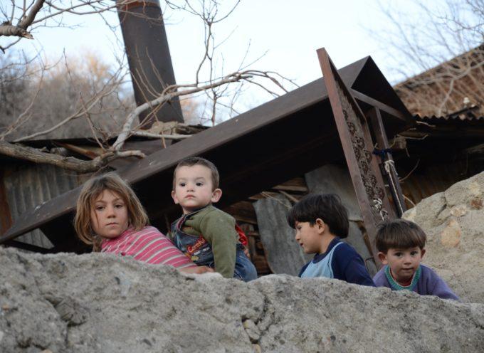 Perchè buttarlo? Donalo a Sighet. L'associazione Vale organizza il 5 e 6 marzo una raccolta di abiti invernali per i bambini poveri