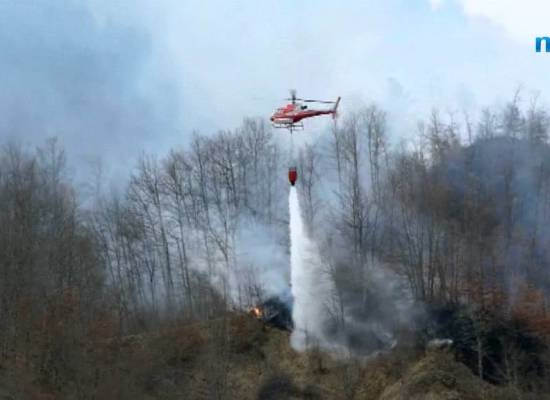 Garfagnana, incendio di bosco al lago di Gramolazzo[video]