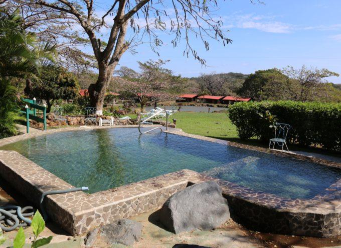 Slitta il termine per l'adeguamento alla normativa delle strutture ricettive con piscina. Al via anche i corsi di formazione alla ConfCommercio