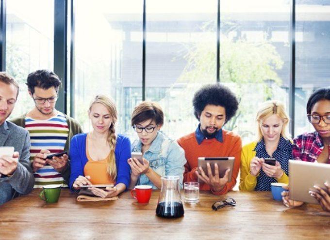 10 MOTIVI PER CUI I BAMBINI NON DOVREBBERO ABUSARE DI SMARTPHONE E TABLET