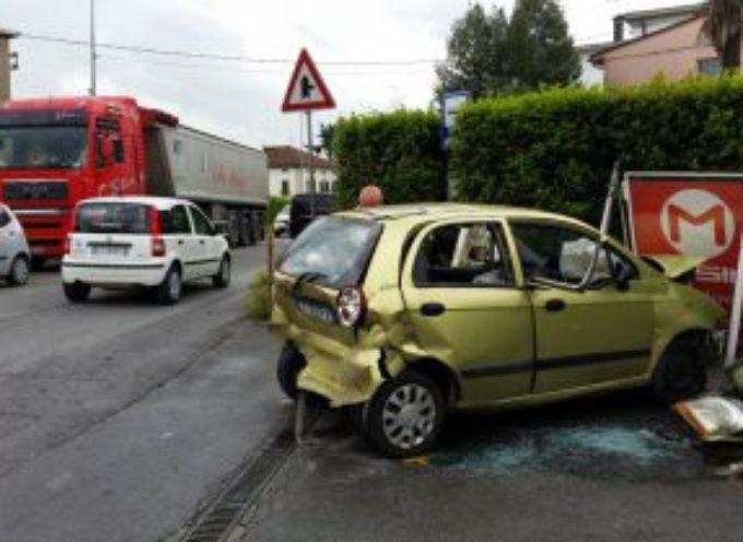 Incidente sul Viale Europa, a Marlia traffico in tilt