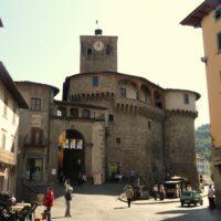 I negozi di Castelnuovo si mettono in mostra nella sfilata di moda in Piazza Umberto.