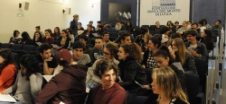 """""""Noi non vogliamo dimenticare"""" uno spettacolo per le scuole superiori con oltre 100 giovani in occasione del 25 aprile"""