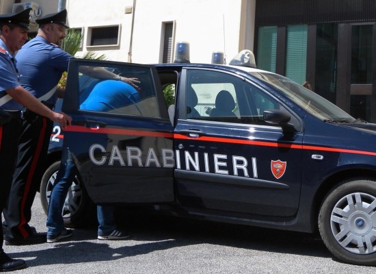 i carabinieri fermano e arrestano uno spacciatore a zone