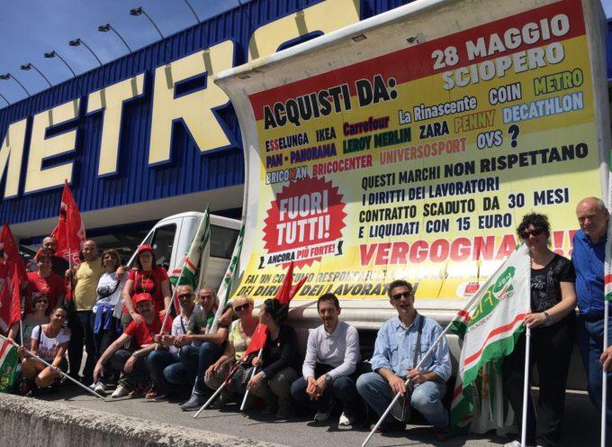 Fuori tutti. . . non uno slogan promozionale ma è lo sciopero della grande distribuzione a Lucca… un successo