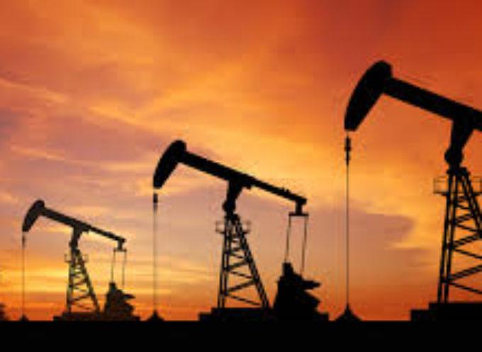 Gli analisti delle maggiori banche mondiali ritengono che nelle prossime settimane il prezzo del petrolio crollerà a 30 dollari al barile.