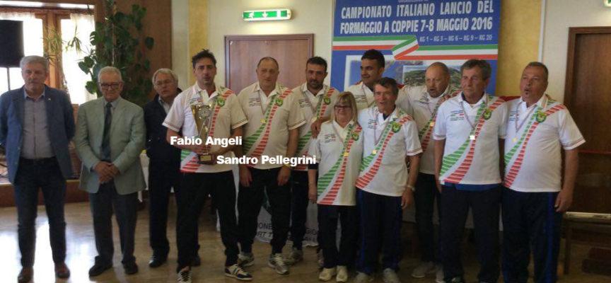 """Altro titolo Tricolore nel """"lancio del formaggio"""" Fabio Angeli e Sandro Pellegrini nella cat. 6 Kg"""