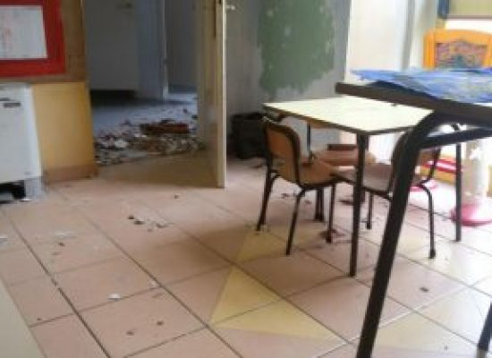 Sorbano, calcinacci e buchi nel tetto alla scuola materna