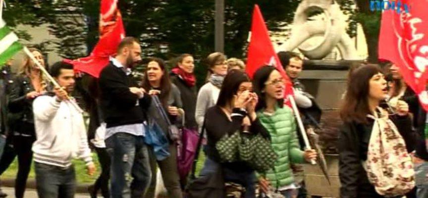 Porcari, lavoratori Snai in corteo fino al Municipio [VIDEO]