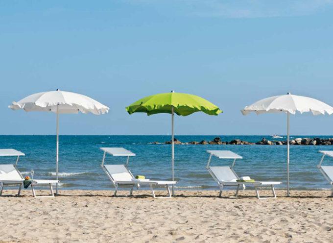 Caro-ombrellone, un giorno al mare costa 60 euro a famiglia. Sardegna al top