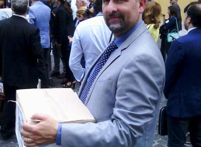 -Il sindaco Michele Giannini consegna personalmente le  firme che mirano a rinforzare la Legittima Difesa in Senato –