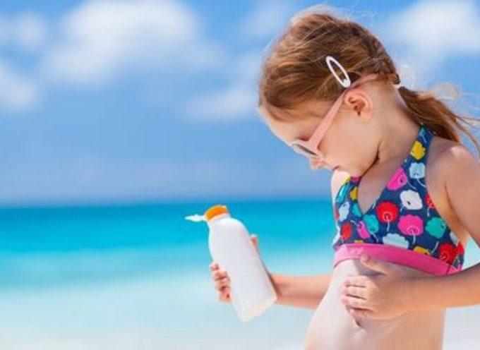 SOLARI PER BAMBINI: I 10 PRODOTTI PEGGIORI (SECONDO L'EWG)  fare attenzione