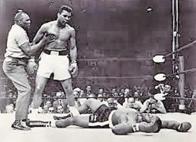 """Morte Alì, Foreman: """"Se ne va una parte di me"""". Tyson: """"Dio è venuto a prendersi il suo campione"""""""