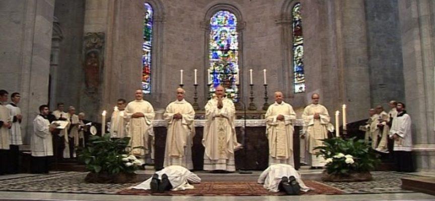 Grande festa per due nuovi preti della diocesi lucchese[video]