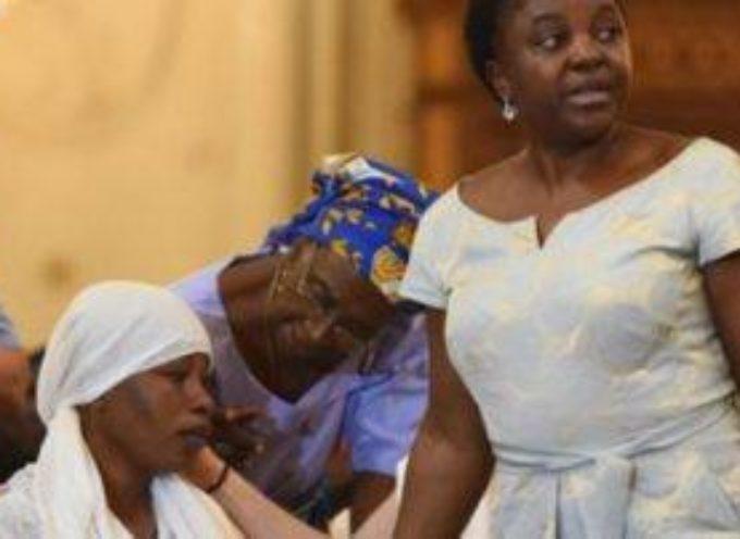 La vedova di Emmanuel Chidi Nnamdi, ritratta.
