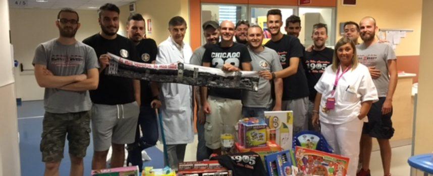 """Il gruppo """"La mia squadra, la mia città"""" dona giocattoli alla Pediatria di Lucca"""