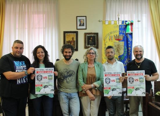 Castelnuovo di Garfagnana, una partita per 'dare un calcio al razzismo'
