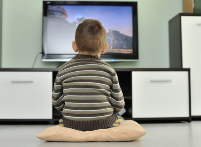 Lo sai mamma che troppa TV fa male alle ossa del bambino?