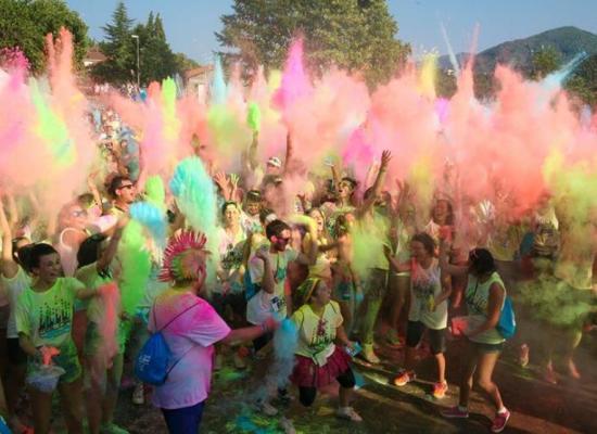"""Piazza al Serchio: torna la Color Vibe, la corsa """"più colorata e divertente del mondo"""""""