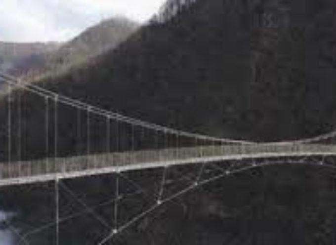 Boom di visitatori al ponte tibetano di Vagli