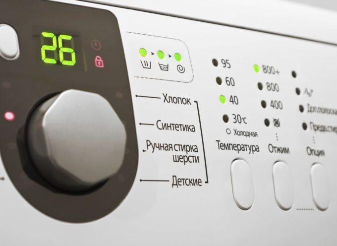 Gli elettrodomestici in stand by ad agosto costano 15 euro, la lucina rossa