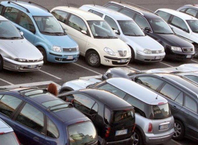 Gli italiani, spennati da Renzi, non hanno più soldi per gli acquisti di auto e case