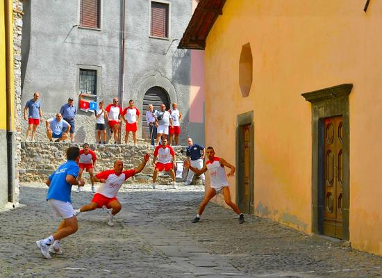 Fabbriche di Vergemoli, nel fine settimana torna a Vallico il Campionato Italiano di Palla Elastica