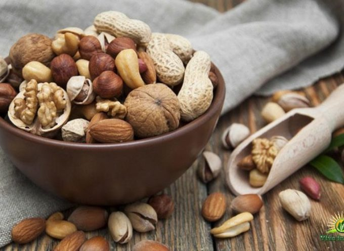 Perché si dovrebbe attivare noci e semi prima di mangiarli. Come si fa?