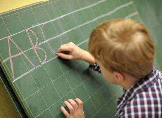 Scuola: spesa di 1.100 euro a studente tra libri e corredo