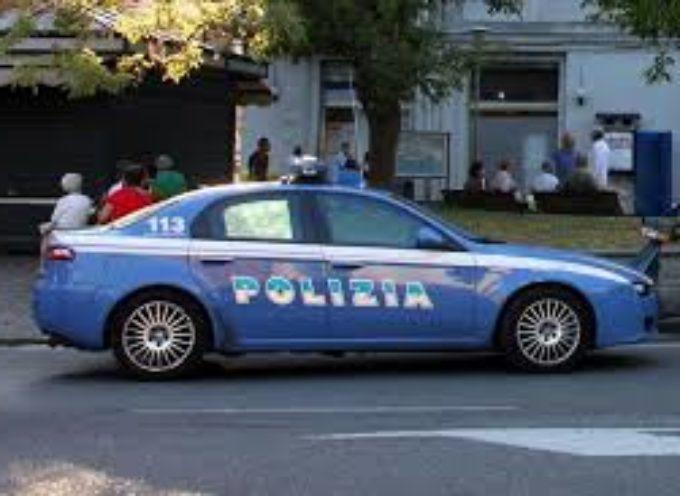 Ruba un borsello ma lo vede un poliziotto fuori servizio; arrestato 32enne