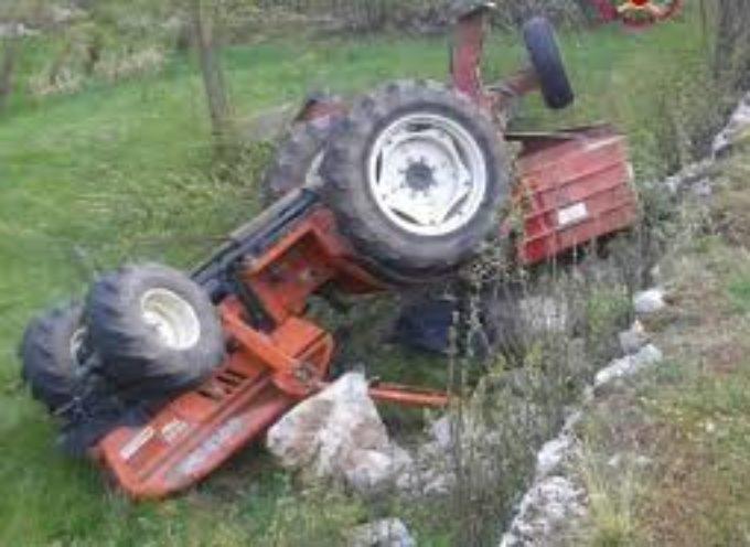 Incidente agricolo , nel comune di Gallicano. due persone travolte dal trattore