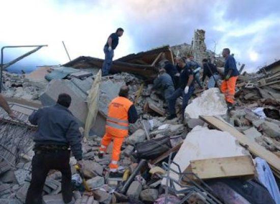 """Terremoto, un vigile del fuoco scrive alla piccola Giulia: """"Scusa se siamo arrivati tardi"""""""