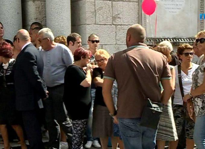 Una grande folla ai funerali di Vania Vannucchi