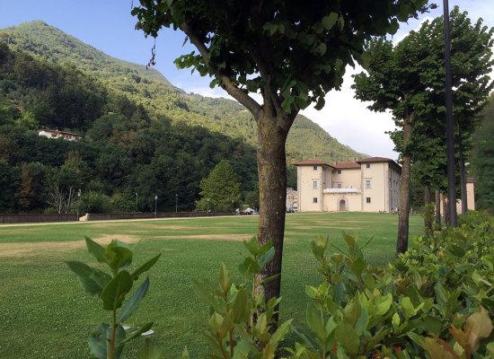 Il frate e la gallina: a Seravezza si presenta l'originale romanzo storico di Cinzia Montagna