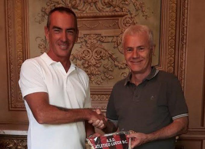 LUCCA – L'assessore allo Sport Celestino Marchini riceve i giocatori dell'Atletico Lucca