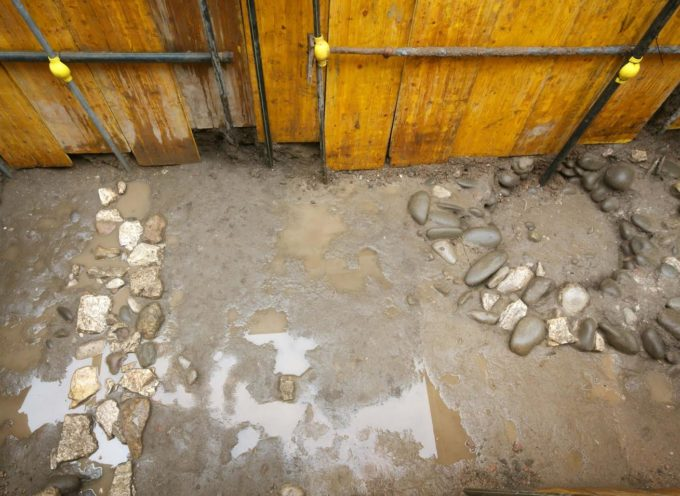 LUCCA – Importante scoperta archeologica durante gli scavi per la realizzazione dell'isola ecologica in Piazzetta delle Poste