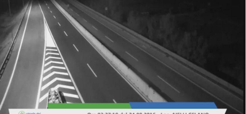 Terremoto: le telecamere dell'autostrada registrano i momenti della prima scossa