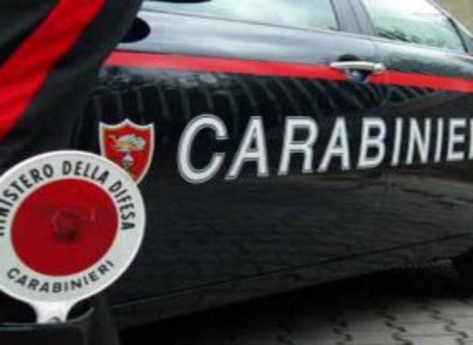 Fornaci di Barga: sfondano un muro per rubare in un bar. Interrotti, feriscono un carabiniere per fuggire; un arresto