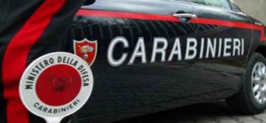 Ladri in fuga tentano di travolgere i carabinieri